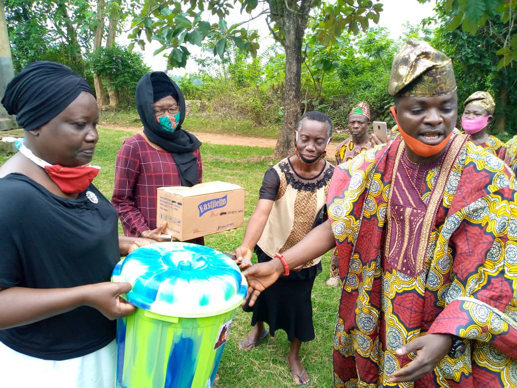 Covid-19: Arulogun Royal Family Supports Students With Relief Materials , Others In Oyo