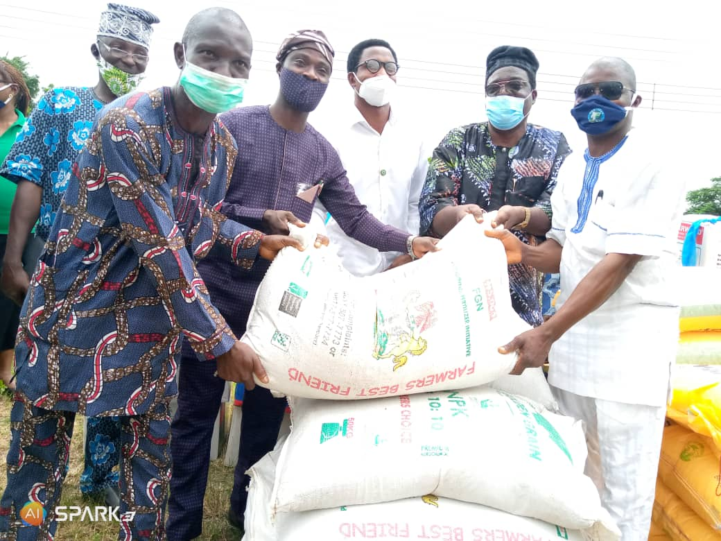 No Fewer Than 2,500 VCDP Farmers Empowered With Inputs In Ogun